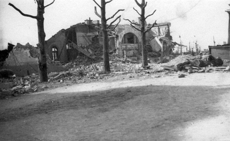 la_chapelle_saint_denis_bombardement_21_avril_1944_-_bv_cote_rue_-_800px_72dpi