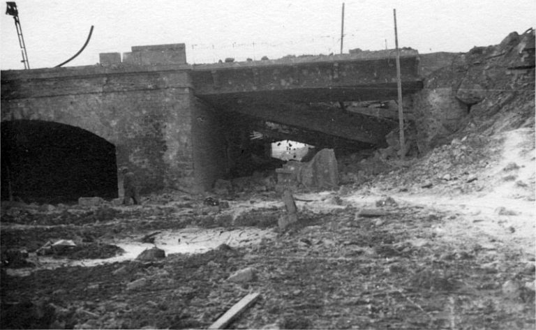 la_chapelle_saint_denis_bombardement_21_avril_1944_-_pont_des_voies_de_la_gare_du_nord_-_800px_72dpi