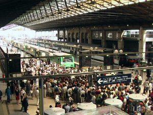 attente à gare du nord pour le train spécial petite ceinture