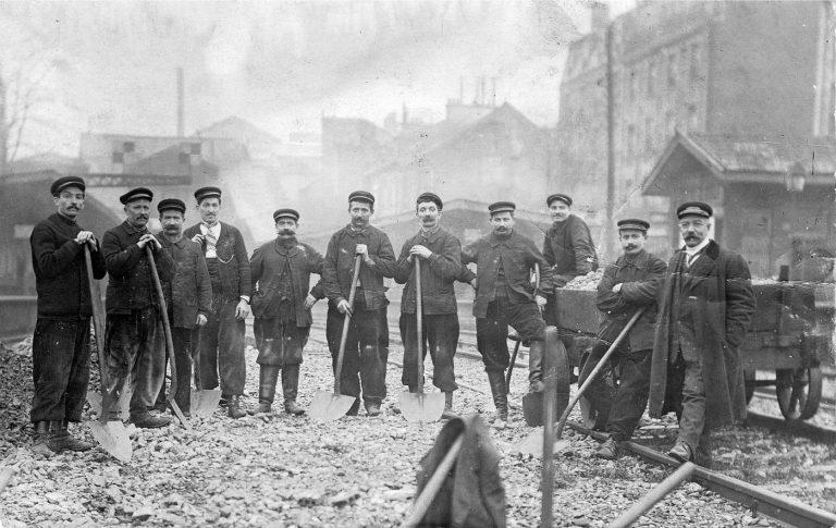 Le personnel d'entretien des voies, en 1912