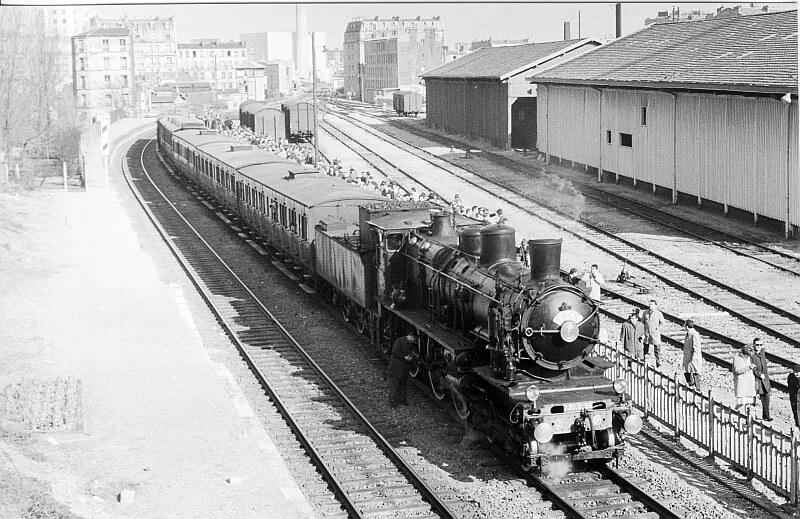 Train spécial Petite Ceinture gare Belleville-Villette
