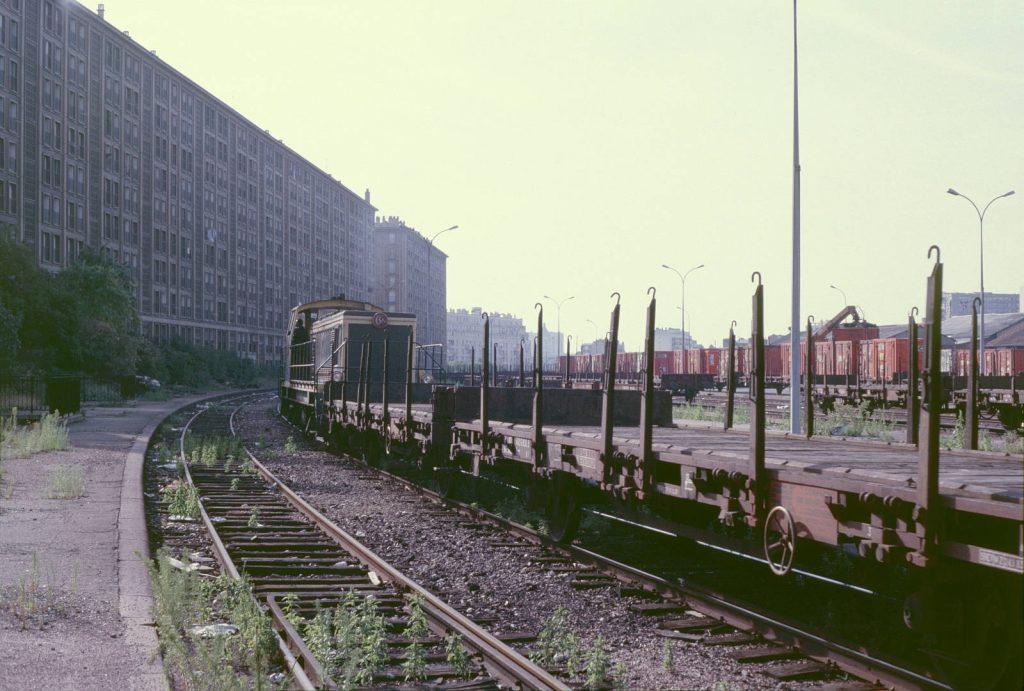 Un train de marchandises arrive en gare de Reuilly